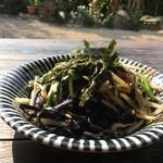 琉球茶房あしびうなぁ - 料理写真:いかすみ麺焼きそば