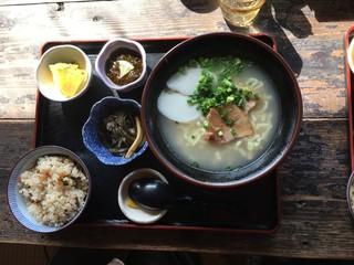琉球茶房あしびうなぁ - 沖縄そば定食