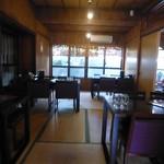 琉球茶房あしびうなぁ - テーブル席