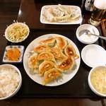 曲家餃子 - 餃子 (10個) 定食と手作り水餃子
