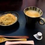 岩立本店 - コーヒーとわらび餅のセットです。