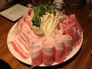 東京豚バザール - 放牧豚贅沢しゃぶしゃぶ