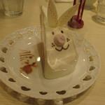お菓子の国のアリスカフェ - 白うさぎのショートケーキ