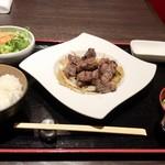 ステーキハウス 听 - 熟成和牛のサイコロステーキ  120g       1,580円
