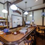 小多福 - 喫茶店風の店内