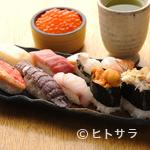 すし耕 - 大将が1つ1つ大事にお寿司を握ります