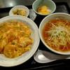 """満州里 菜館 - 料理写真:""""Bランチ/海老チリ玉子丼"""" 半ラーメン・搾菜・デザート付き"""