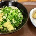 78761945 - ぶっかけうどん(温・小) 250円 と 高野豆腐の天ぷら 100円