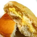 78765162 - カスタードクリームパン108円