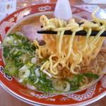 味のありこま - 麺は旭川製麺やや加水高め