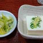78768495 - い古い寿司 @西葛西 ランチ定食に付く冷奴と自家製柚子入り漬物