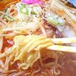 富良野ラーメン問屋 - 料理写真:四角いし、輪ゴムっぽい…?