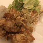 海鮮鉄板 やまおか食堂 - 大山鶏の唐揚げと里芋の揚げたの