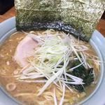 横浜ラーメン はま家 - 醤油ラーメン(中盛)ネギ増し 790円  2017年度 最後の一杯  年始は4日からです