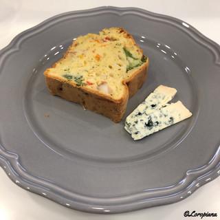 チーズディ - 料理写真:野菜とブルーチーズのケークサレ