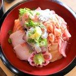 囲炉茶屋 - まるごと伊豆の海丼