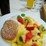 幸せのパンケーキ - フルーツパンケーキ      ¥1390