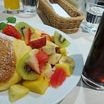 幸せのパンケーキ - フルーツパンケーキ      ¥1390、セット アイスコーヒー     ¥350