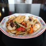 タイ料理889 - エビとイカのバジル炒め(激辛)