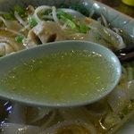 7878413 - あっさり味のスープは、肉や野菜の旨みがしっかり出てます。