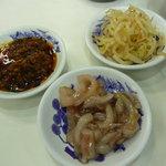 天麩羅処ひらお - 無料の惣菜:食べるラー油、イカの塩辛ゆず風味、辛もやし