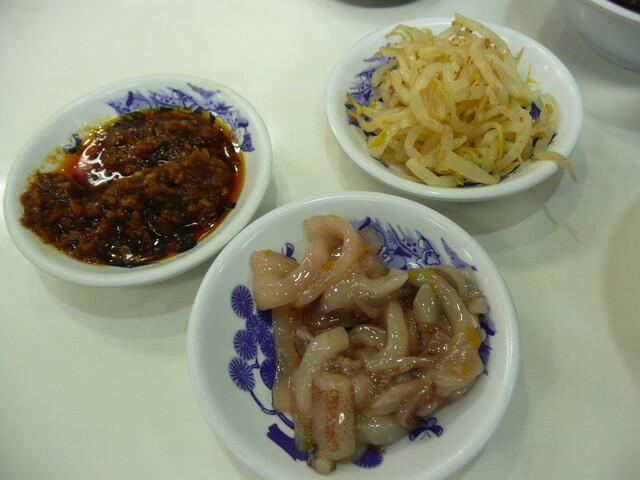天麩羅処ひらお 本店 - 無料の惣菜:食べるラー油、イカの塩辛ゆず風味、辛もやし
