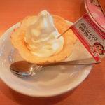 不二家レストラン - こちらは誕生日プレゼントのソフトクリーム