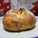 ボンルーン - ドライフルーツとクリームチーズのフランスパン
