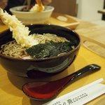 蕎麦cafe 粉々奈 - 海老天そば 1080円