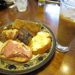 青山コーヒー舎 - おいしいコーヒーとセットで