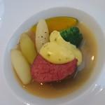 78790287 - 牛フィレ肉 野菜のブイヨン トリュフ