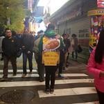日乃屋カレー - 中央通りでサンドイッチマンがクーポンを配ってました。