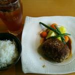 ビストロ黒屋 - 料理写真:黒屋ハンバーグランチ1,200円(税込) ソフトドリンク・ご飯・サラダ・スープが付いています。