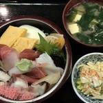 兼六寿司 - ちらし ¥900