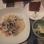 うさぎ珈琲店 - 料理写真:パスタとポテトサラダ(2017.12.2)