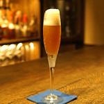 バー オーディン - 奇跡の林檎とシャンパンのカクテル