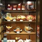 ババ・ガンプ・シュリンプ - 飾り棚