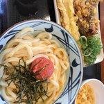 丸亀製麺 - 2018/1/1 ランチで利用。 明太釜玉(410円) ちくわ天(110円)