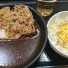 吉野家 - 料理写真:牛黒カレー550円&生野菜サラダ100円