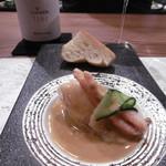 高須賀 - 白ボトル、パン、魚料理