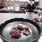 高須賀 - 料理写真:赤グラス、肉料理