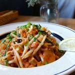 カフェ・ハクタ - ボリューム満点のお米のモッチリ麺♪♪