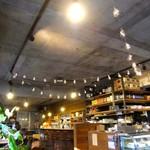 カフェ・ハクタ - この白熱電球が最高だワ...♡