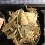 ルール ブルー - 岡山地鶏モモ肉、舞茸、ゴボウのピリ辛煮
