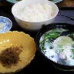 寿し 割烹 十両 - 定食の炊き込みごはん、お吸い物、ちりめん山椒、香の物