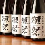 つけ鴨そば専門店 〆そば屋 - プレミア酒(獺祭・佐藤/黒・兼八・その他)も¥350で、ご提供しております。(銘柄は日替わり)