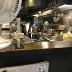 麺処 湊生 - 厨房。