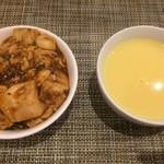 エトワール - 白ごはんに麻婆豆腐をかけました。コーンスープも付けました