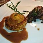 ビストロ アギャット - フランス産鴨肉と秋田産天然茸の温かいパイ