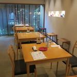 カフェレストラン やよい - 和と北欧を折衷させたようなモダンな店3